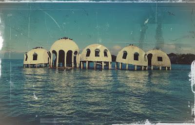 Fuente: https://www.the-hinterlands.com/home/2017/3/2/florida-history-the-cape-romano-dome-homes