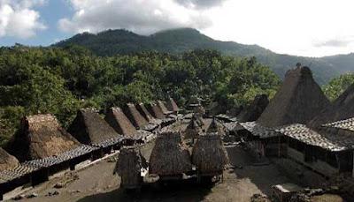 Desa Megalitikum Kampung Bena