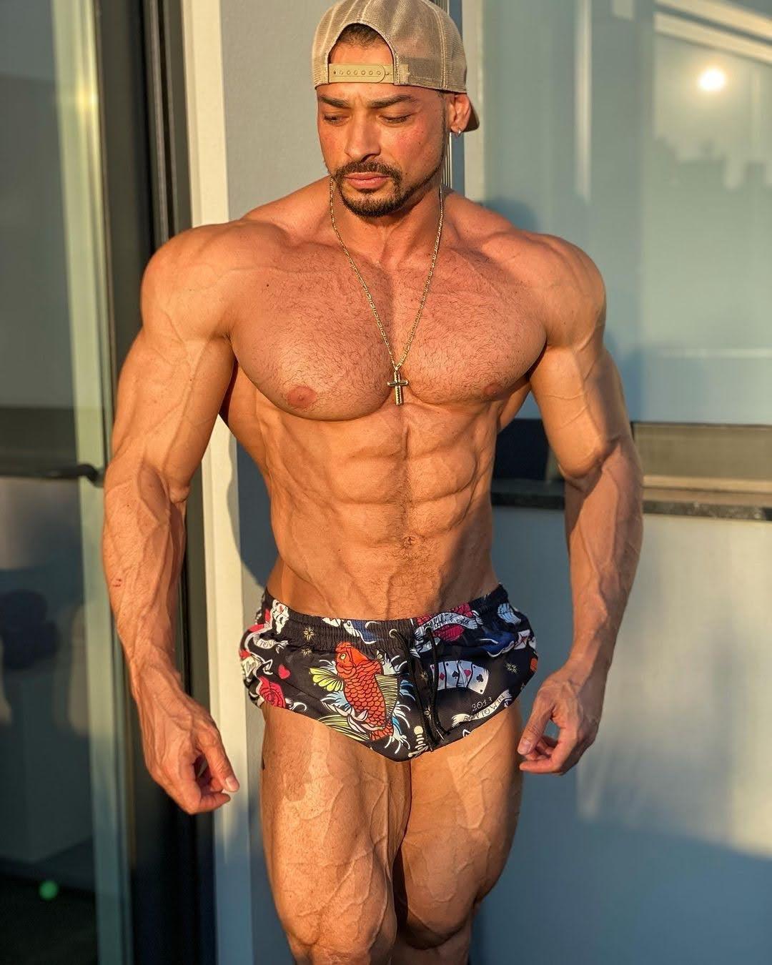 Em Portugal, Felipe Franco exibe shape trincado na véspera da competição. Foto: Arquivo pessoal