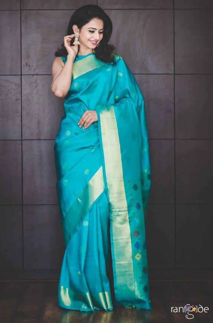 Model Rakul Preet Singh Photos In Traditional Green Saree