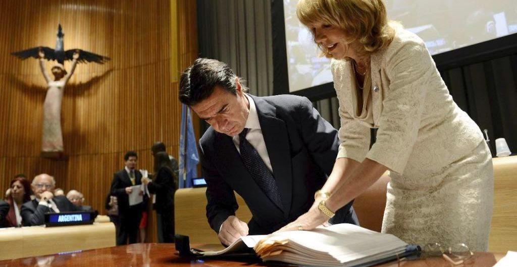 Firma de un Tratado Internacional