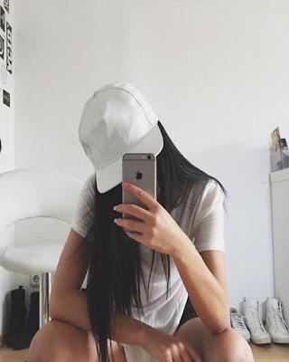 poses en el espejo sin mostrar la cara