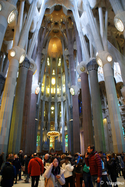 Interni e colonne della Sagrada Familia