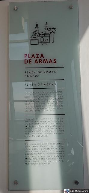 Placas informativas no Sky Costanera em Santiago