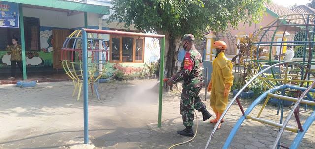 Babinsa Koramil Wonosari Bersama Gugus Tugas Lakukan Penyemprotan Desinfektan