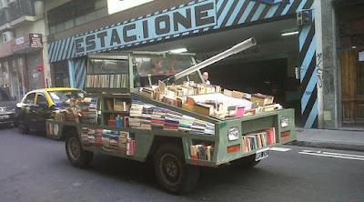Perpustakaan berbentuk Tank - Sekitar Dunia Unik