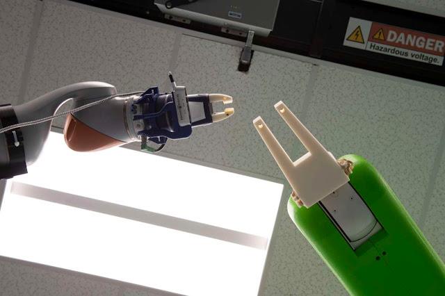 two-arm-robotos