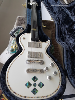 Zemaitis A24SU White Pearl Diamond in case