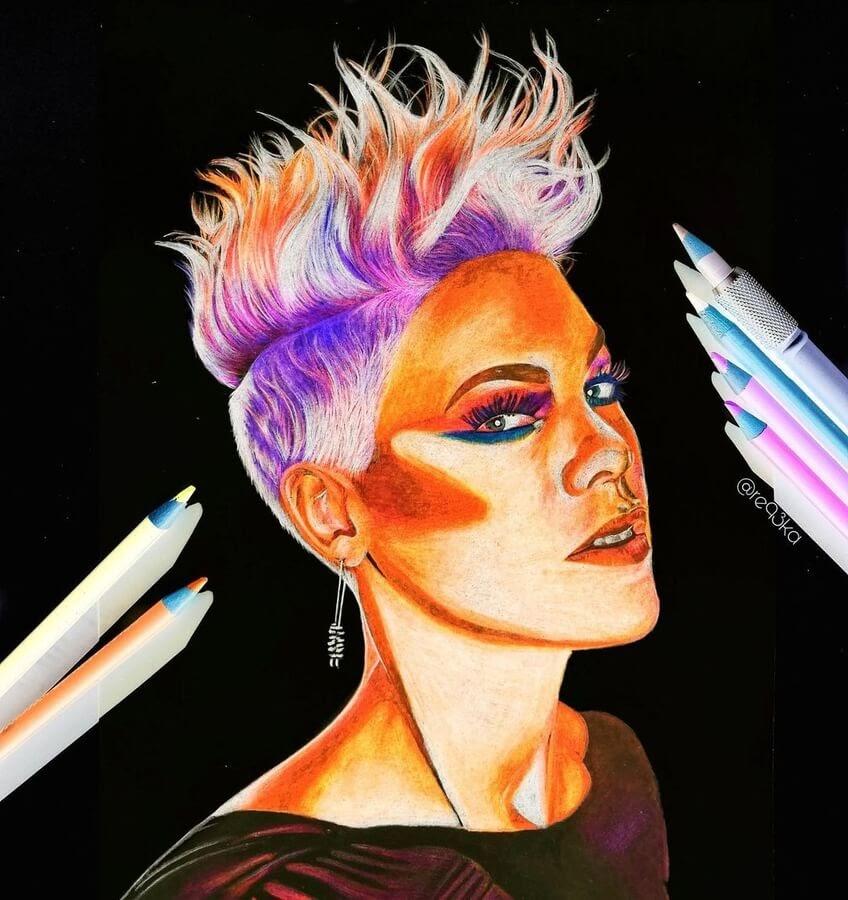 14-Singer-Pink-N-Réka-Gyányi-www-designstack-co