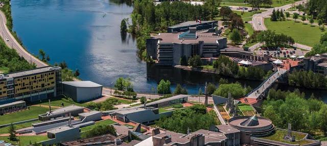 منح دراسية للبكالوريوس في كندا