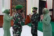 Danrem 064/MY Gelar Tradisi Pelepasan Pejabat Lama Danrem Brigjen TNI Gumuruh Winardjatmiko, S.E.,M.B.A beserta Ibu