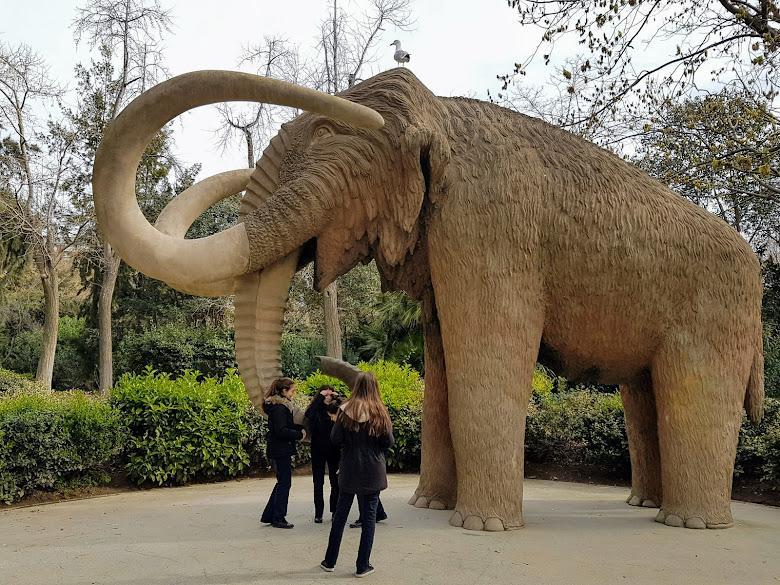 公園內的猛獁雕像
