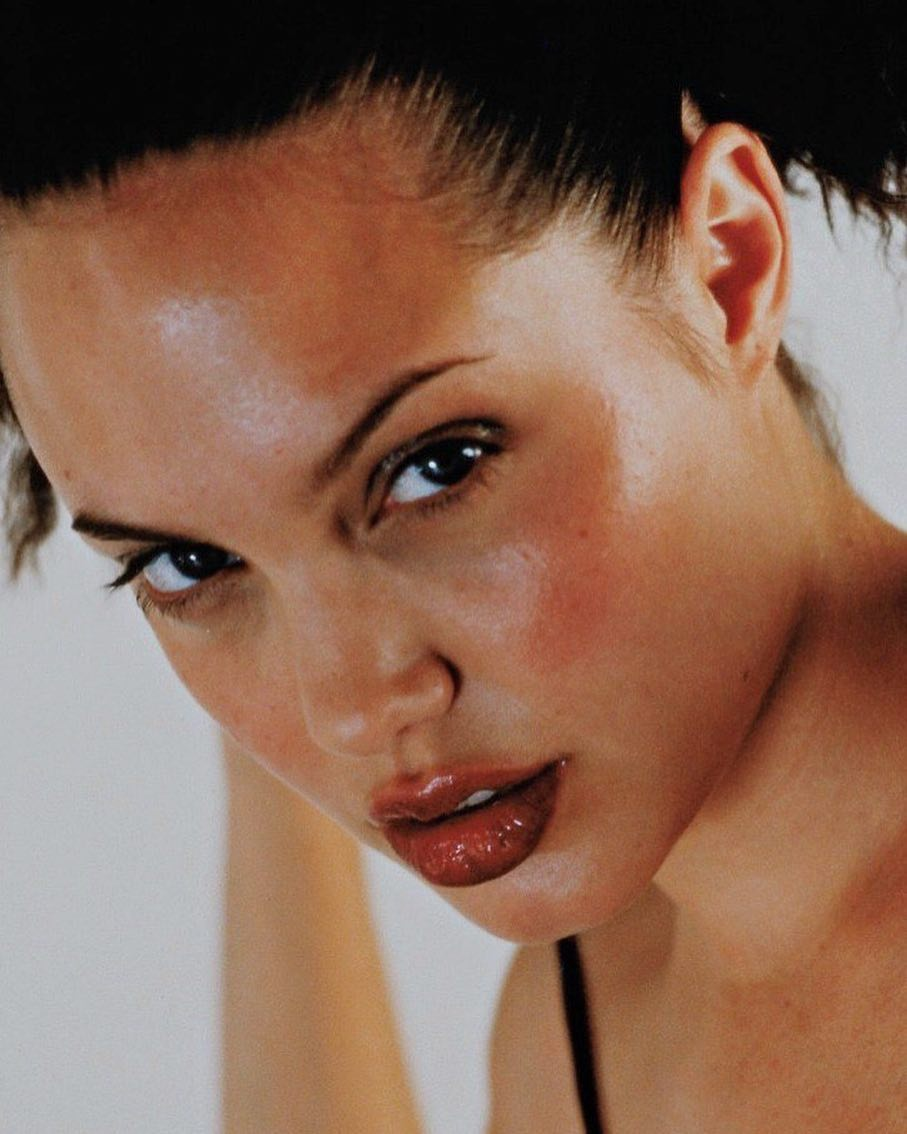 Angelina Jolie - A woman who maintains her true temperament and independence 2