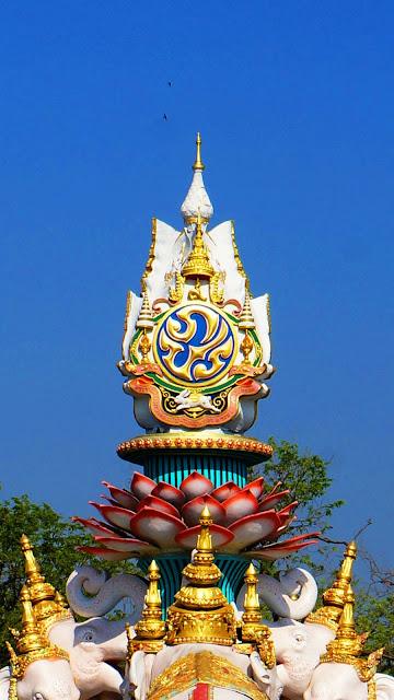 Изображение купола скульптуры Fort of Padej Dassakorn в Бангкоке, Тайланд