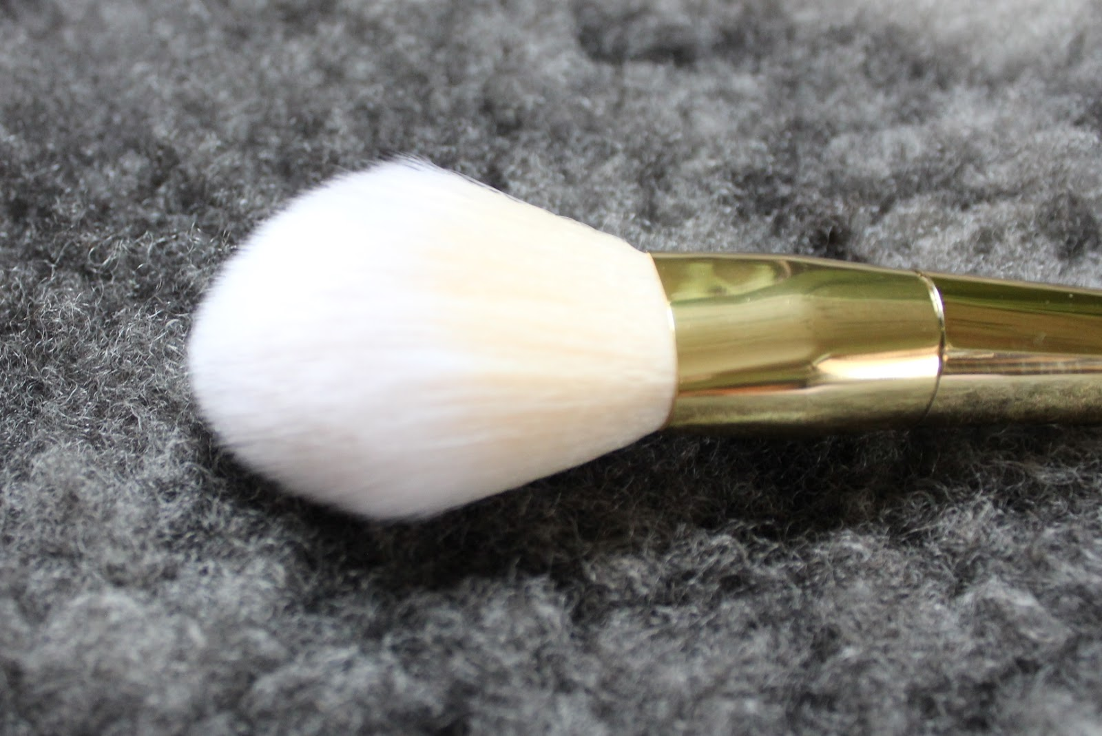 fc711454eaa Contour brush. Again I was so excited to get this one, but I'm not fully  into it either. I like to add bronzer with a fluffy brush and I find that  this ...