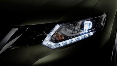 Fitur Led Signature Lamp pada Nissan X-Trial Mobil SUV