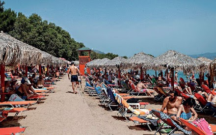 Μπορεί το ελληνικό καλοκαίρι να «σκοτώσει» την επιδημία;