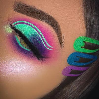 Maquillaje azul morado y verde