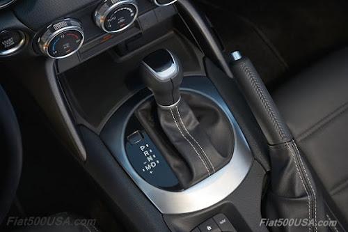 2017 Fiat 124 Spider center console