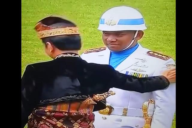 Baru jokowi, Presiden Salami dan Tepuk 5 Kali Lengan Komandan Upacara 17 Agustus di Istana