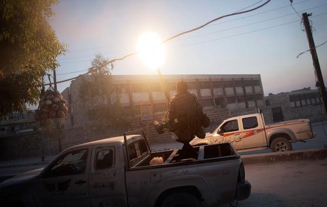 Cañon sobre camioneta rebeldes sirios