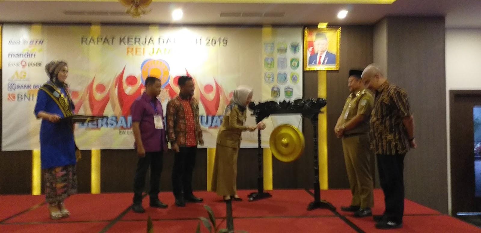 Staf Ahli Gubernur Jambi Membuka Secara Resmi Membuka Rapat Kerja Daerah REI Jambi KE-IV.