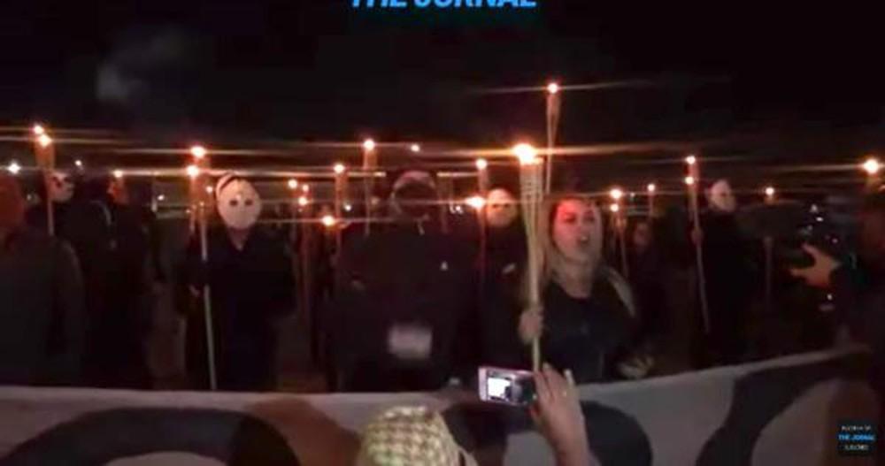 Apoiadores de Bolsonaro fizeram ato em frente ao STF na noite de ontem, elementos se assemelham ao grupo supremacista branca Ku Kux Klan e o Nazismo
