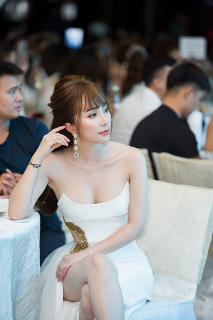 Quỳnh Nga tóc 'mái mưa' lạ lẫm, sexy hết cỡ dự sự kiện 6