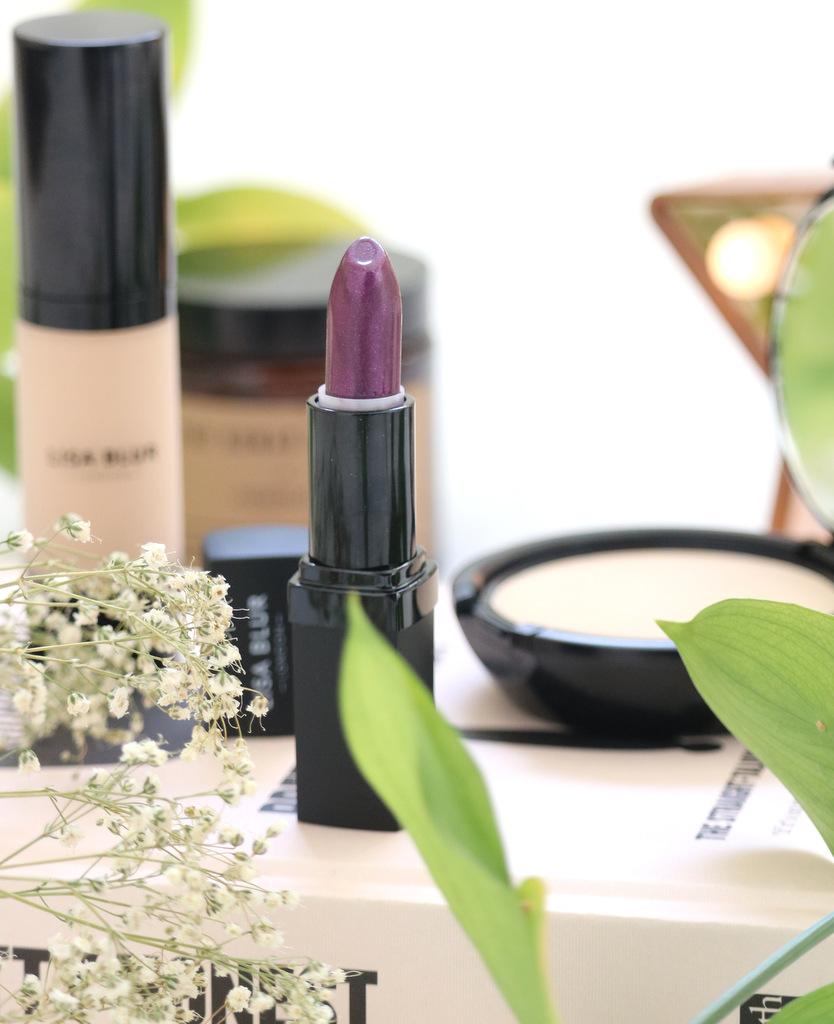 New In: Lisa Blur Cosmetics - www.ofbeautyandnothingness.co.uk