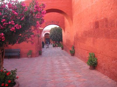 Puerta del Silencio, Monasterio Santa Catalina, Arequipa, Perú, La vuelta al mundo de Asun y Ricardo, round the world, mundoporlibre.com