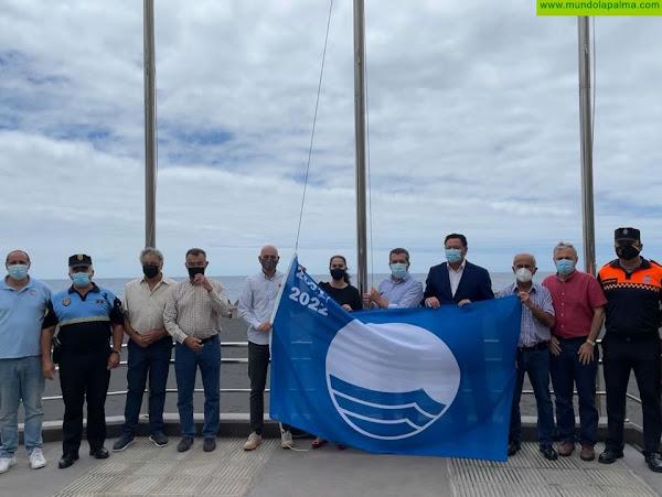 La Bandera Azul ondea por primera vez en la playa de Santa Cruz de La Palma