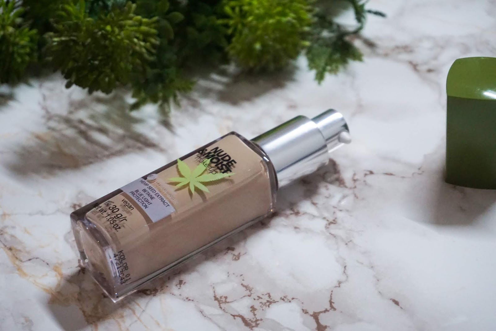 Review HYPOAllergenic Nude&Moist Make-Up