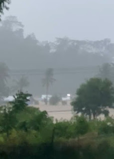 Hujan Deras Mengguyur Walmas. Rumah Kepala Desa Ilanbatu Terbawa Arus Bersama Empat Anaknya