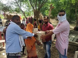 भगवा रक्षा वाहिनी के पदाधिकारियों ने पीड़ितों को दी खाद्यान्न सामग्री | #NayaSabera