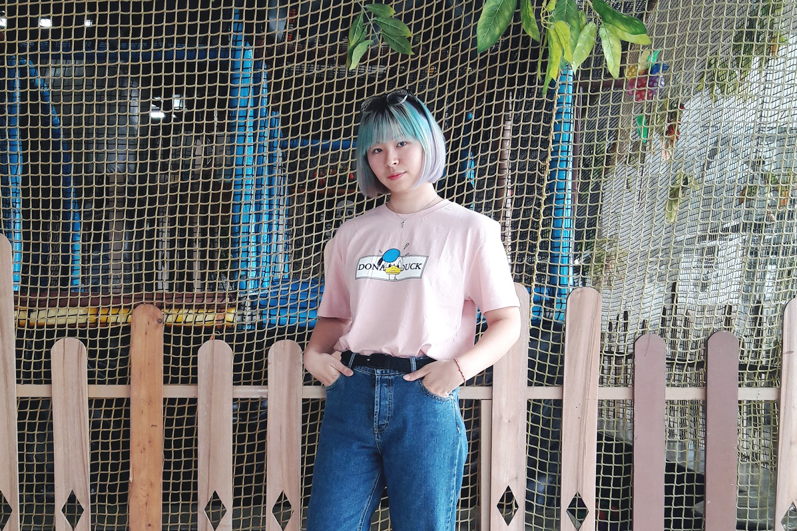 DONALD DUCK TEE MOM JEANS | www.bigdreamerblog.com