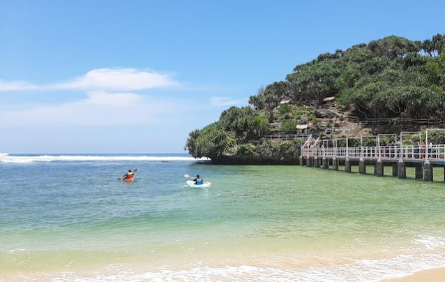 Kijang Innova Melaju, Menuju Pantai Indrayanti Jogja yang Pasirnya Putih