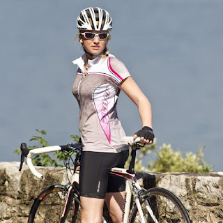 Kelebihan Memakai Jersey Sepeda Saat Berolahraga