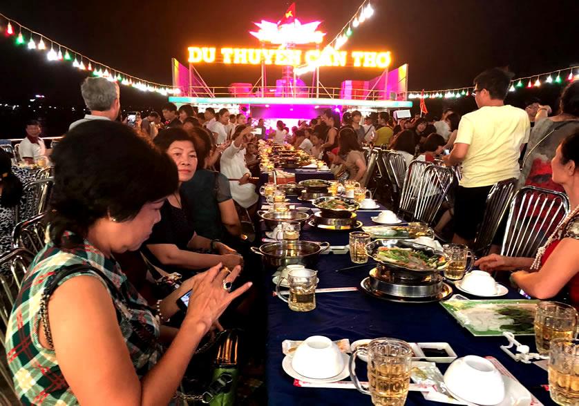Ăn tối trên du thuyền Cần Thơ - Tour du lịch Cà Mau