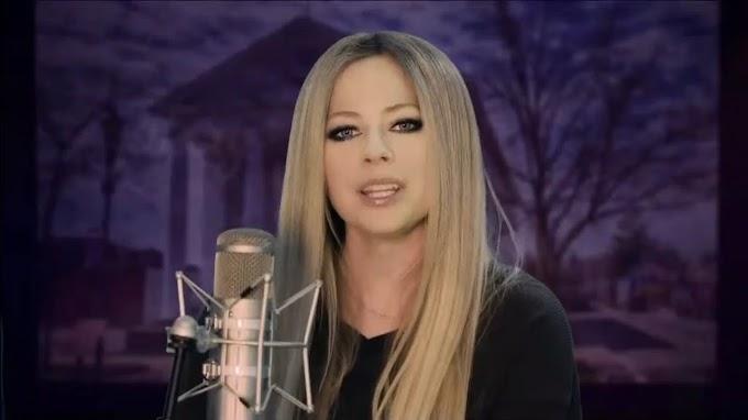 Así fue la presentación de Avril Lavigne para recibir el año nuevo desde Ontario