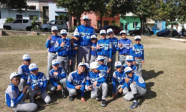 Un grupo de niños del Cerro, de la capital cubana, intentará abrir la cerradura del tradicional torneo de béisbol que se celebra todos los veranos en Punta Cana, en la República Dominicana.
