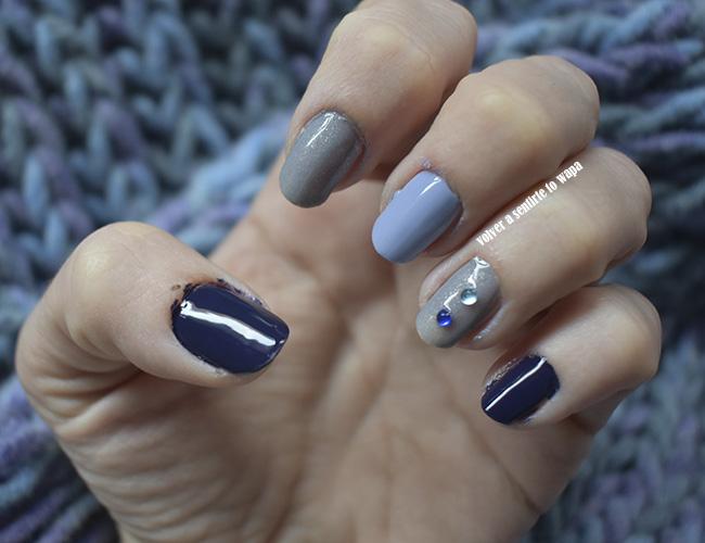 Manicura en tonos azules con OPI y Masglo y piedras decoradas