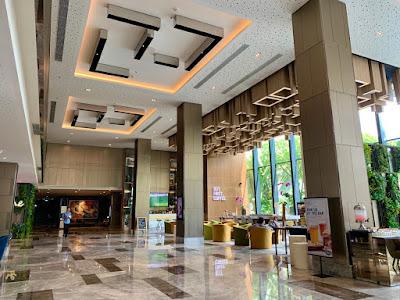 Hotel lobby and Best Brew bar, Four Points by Sheraton Surabaya