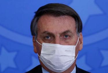 Bolsonaro apresenta febre e faz novo teste