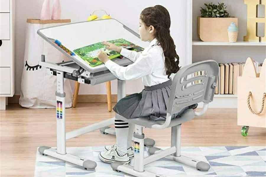 Menyiapkan Meja Serta Kursi Yang Ergonomis