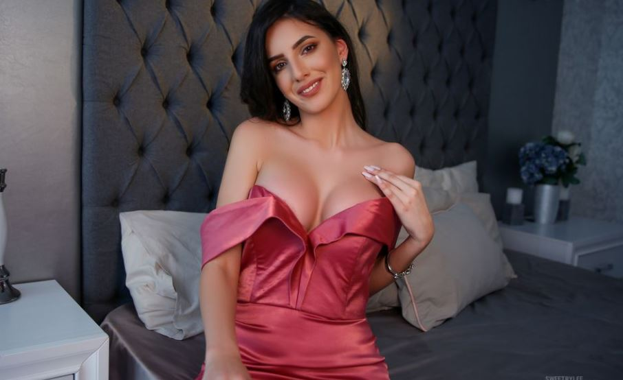 https://www.glamourcams.live/chat/SweetRylee