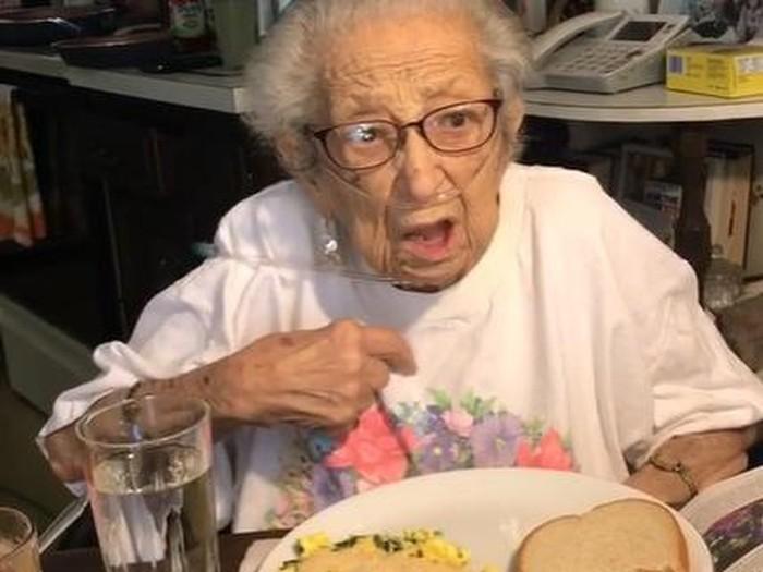 Nenek 89 Tahun Ungkap Rahasia Panjang Umurnya adalah Konsumsi Bawang Putih, naviri.org, Naviri Magazine, naviri majalah, naviri