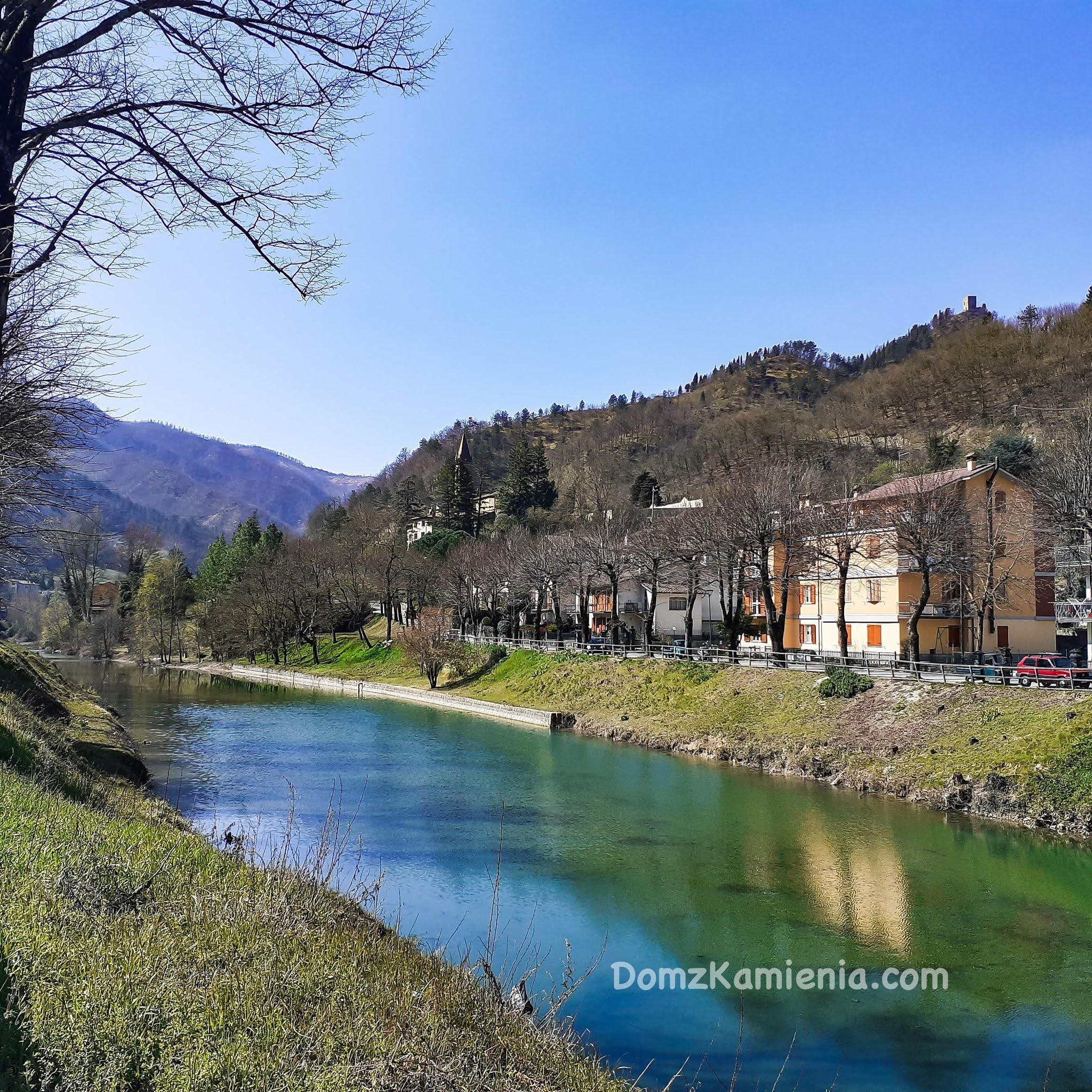Marradi, Dom z Kamienia, blog