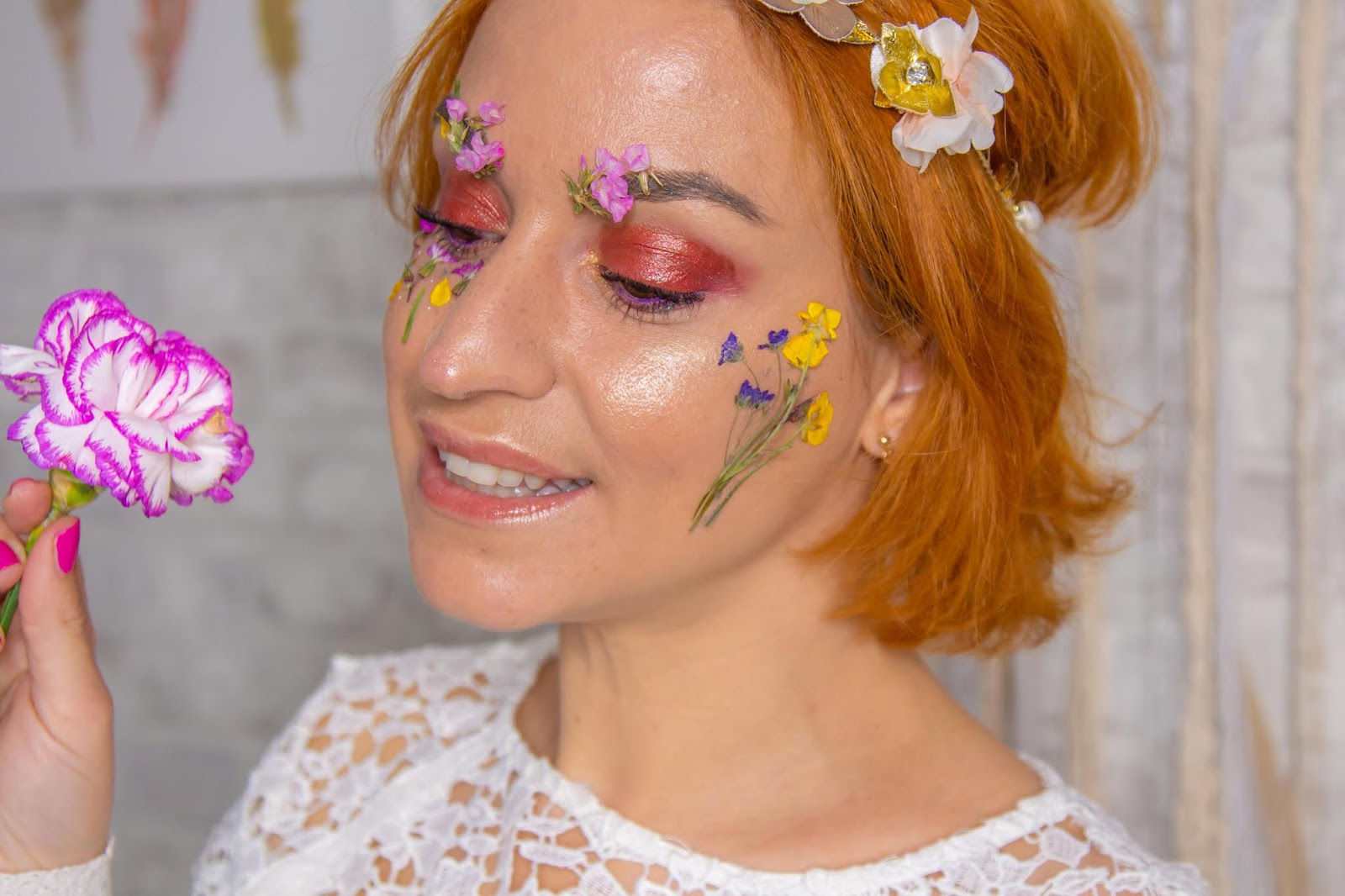 maquillage-artistique-fleurs-sechees-glossy