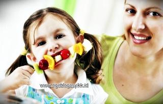 insan memasuki masa pertumbuhan dan perkembangan yang cenderung lebih cepat dari usia Alasan Berat Badan Anak Tidak Naik Walaupun Banyak Makan
