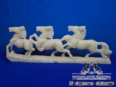 Patung kuda marmer